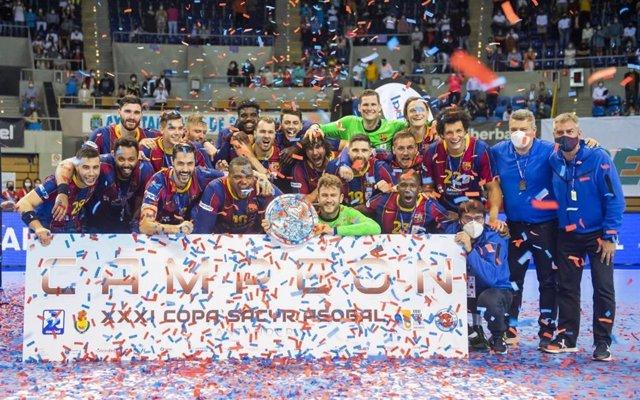 El Barça aixeca la seva desena Copa Asobal consecutiva.