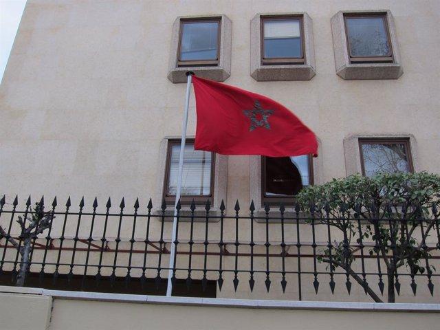 Archivo - Bandera del Marroc a l'ambaixada marroquina a Madrid.