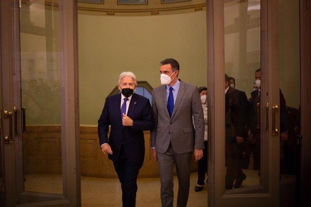 El president de Foment del Treball, Josep Sánchez Llibre, rep el president del Govern espanyol, Pedro Sánchez.