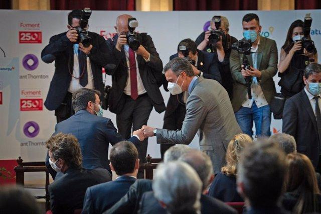 El president de la Generalitat, Pere Aragonès (e) i el president del Govern espanyol, Pedro Sánchez (d).