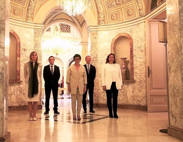 La ministra d'Afers exteriors, Arancha González Laya; la consellera d'Acció Exterior de la Generalitat, Victòria Alsina, i l'alcaldessa de Barcelona, Ada Colau, en el 20 aniversari de Casa Àsia