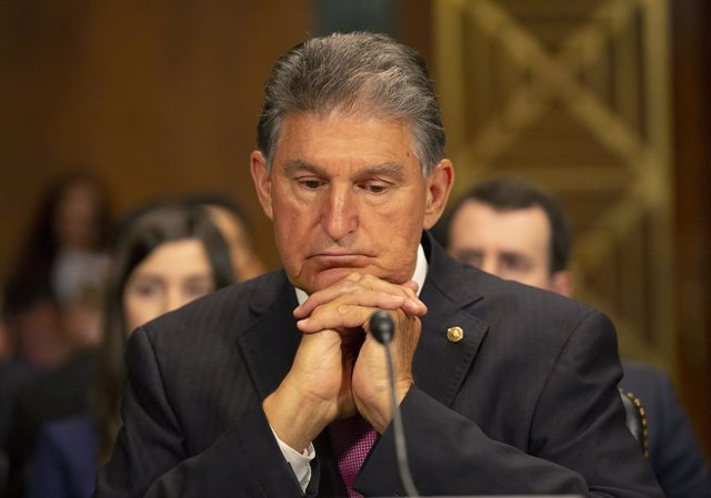Archivo - 5/22/2019 - Washington, District of Columbia, United States of America: United States Senator Joe Manchin III (Democrat of West Virginia) at the confirmation hearing of Daniel Bress to become a U.S. circuit judge for the ninth circuit, as well a