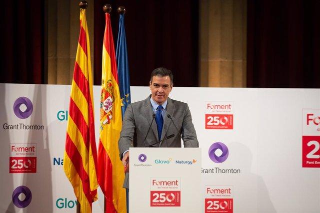 El president del Govern espanyol, Pedro Sánchez, intervé en el lliurament de la medalla del 250è aniversari de Foment del Treball a l'editor de 'La Vanguardia', Javier Godó.