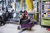 Foto: Un estudio advierte de que los viajes internacionales pueden transportar cepas de superbacterias resistentes