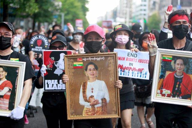 Archivo - Protestas a favor de Aung San Suu Kyi en Birmania.