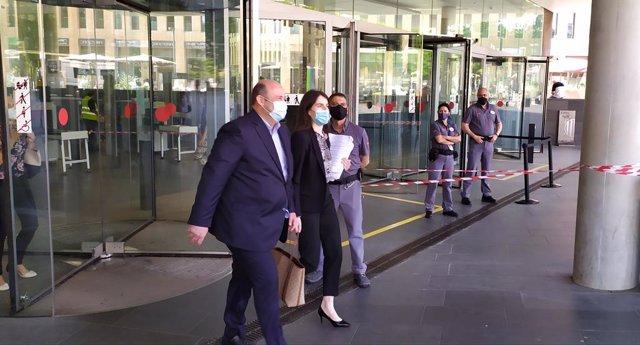 L'ex-CEO general del FC Barcelona Òscar Grau surt de la Ciutat de la Justícia després de declarar com a investigat pel Barçagate. El 7 de juny del 2021.