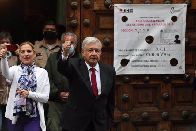 El presidente de México, Andrés Manuel López Obrador, en la jornada electoral del domingo