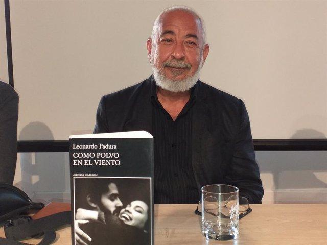 Leonardo Padura, en la presentación de su última novela 'Como polvo en el viento', como antesala de la Semana Negra de Gijón