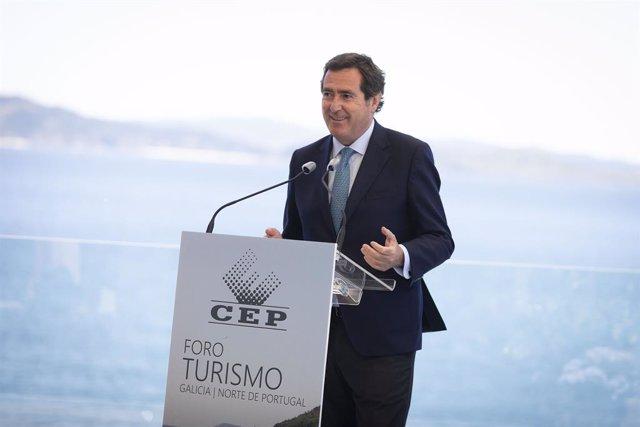 El presidente de la CEOE, Antonio Garamendi, en el Foro Turismo en la Eurorregión Galicia-Norte de Portugal, celebrado en Sanxenxo
