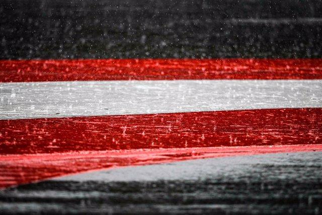 Archivo - Austrian flag, drapeau under the rain, pluie, during the Formula 1 Pirelli Grosser Preis der Steiermark 2020, Styrian Grand Prix from July 10 to 12, 2020 on the Red Bull Ring, in Spielberg, Austria - Photo Antonin Vincent / DPPI