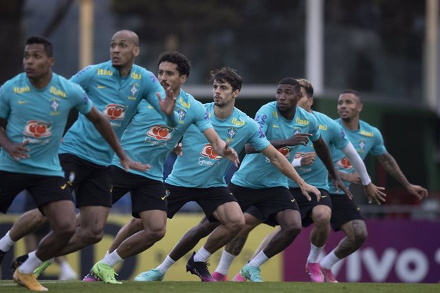 HANDOUT - 01 June 2021, Brazil, Teresopolis: Brazil players take part in a training session for the Brazil National Soccer Team at the Granja Comary Sports Complex as part of their preparation for the upcoming 2021 Copa America. Photo: Lucas Figueiredo/CB