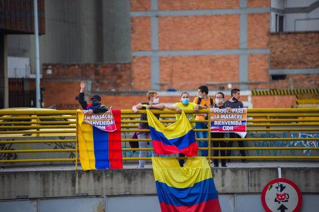 Manifestantes dan la bienvenida a la CIDH