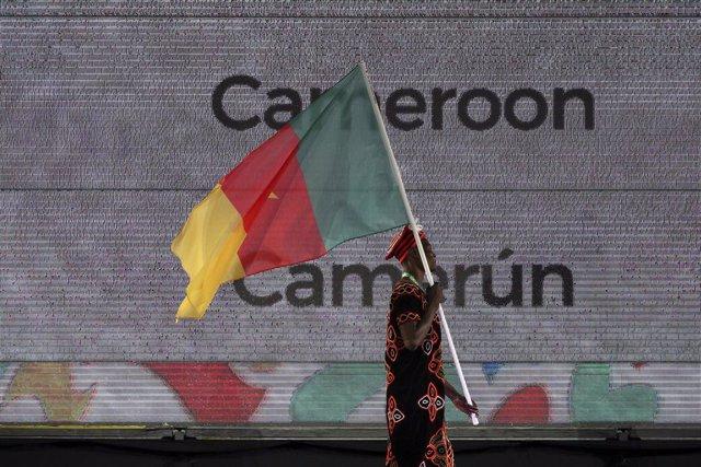 Archivo - Imagen de archivo de la bandera de Camerún.