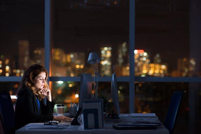 Archivo - Trabajar de noche, trabajo nocturno, trabajar por turnos