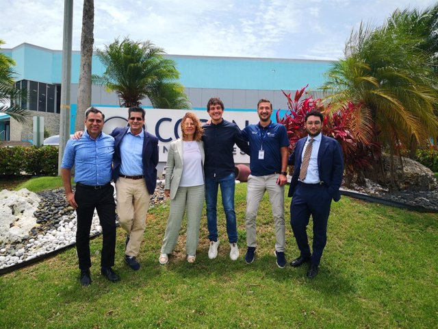 From left to right: Efraín Rodriguez – CEO, Copan Industries; Ernesto Rodriguez, Consultant, Copan Group; Stefania Triva – President and CEO, Copan Group; Marco Rovetta – Sr. Technical Services Manager Copan Industries; Agustin Oros – Production Director,
