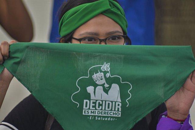 Archivo - Manifestación por la despenalización del aborto en El Salvador