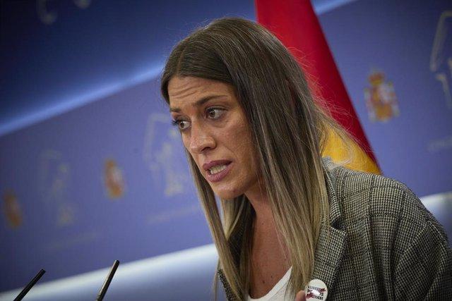 La portaveu de Junts, Miriam Nogueras, intervé en una roda de premsa