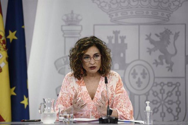 La ministra Portavoz, María Jesús Montero, comparece en rueda de prensa posterior al Consejo de Ministros en Moncloa, a 1 de junio de 2021, en Madrid, (España). El Consejo de Ministros de este martes ha acordado, entre otros asuntos, la concesión de un pr