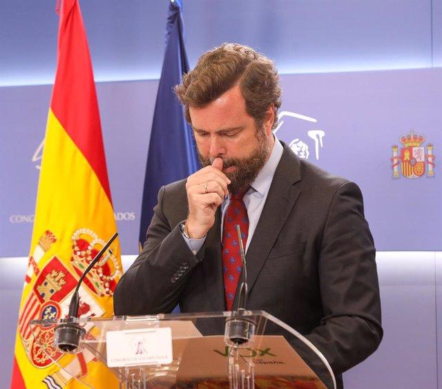 El portavoz de Vox en el Congreso, Iván Espinosa de los Monteros, interviene en una rueda anterior a una junta de Portavoces en el Congreso de los Diputados, a 1 de junio de 2021, en Madrid, (España).