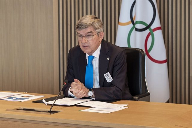 HANDOUT - 08 June 2021, Switzerland, Lausanne: International Olympic Committee (IOC) President Thomas Bach opens the Hybrid Executive board meeting in Olympic House. The refugee team for the upcoming Tokyo Olympics will consist of 29 athletes, with six of
