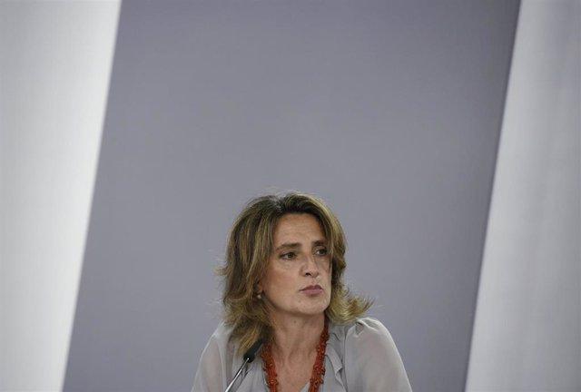 (I-D) La vicepresidenta cuarta y ministra de Transición Ecológica y Reto Demográfico, Teresa Ribera;
