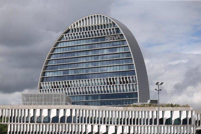 Archivo - Arxiu - Edifici de la seu del BBVA a Madrid.