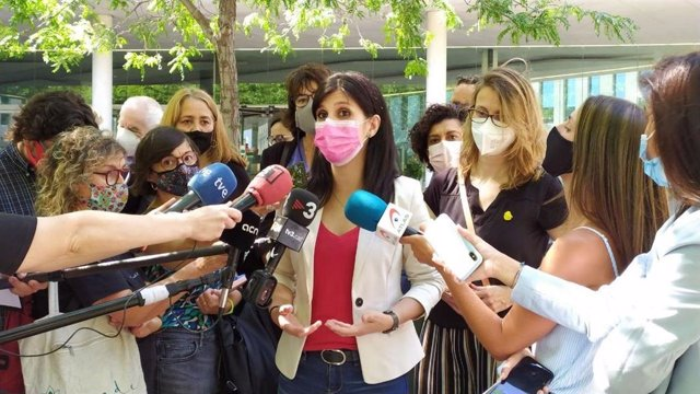 La secretària general adjunta i portaveu d'ERC al Parlament, Marta Vilalta, el 8 de juny del 2021 davant la Ciutat de la Justícia de Barcelona