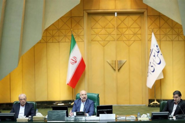 Archivo - 31 May 2020, Iran, Tehran: Speaker of the Iranian Parliament (Islamic Consultative Assembly) Mohammad Bagher Ghalibaf (C) chairs a session. Ghalibaf, a former commander of the Revolutionary Guards' air force, was elected speaker earlier this wee
