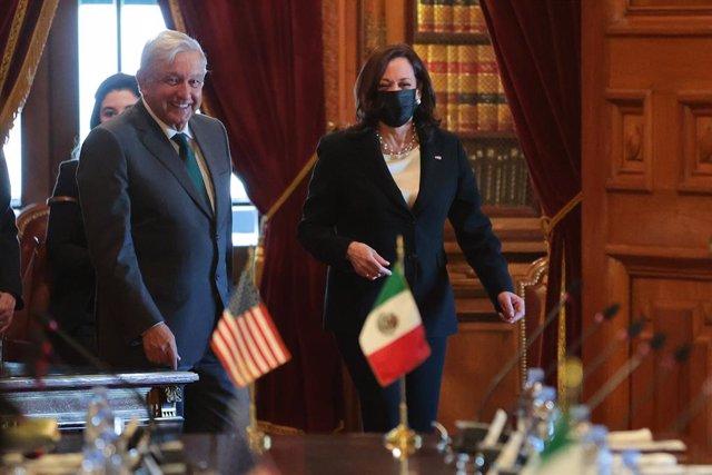 El presidente de México, Andrés Manuel López Obrador, y la vicepresidenta de Estados Unidos, Kamala Harris.