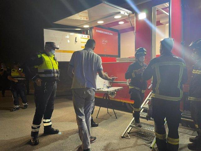 Efectius treballant en l'incendi del Parc de Collserola