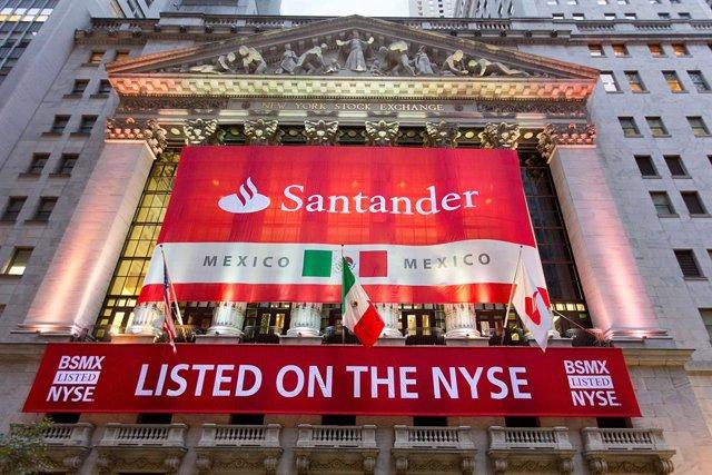 Archivo - Debut de Santander México en Wall Street