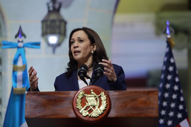 Kamala Harris durante una rueda de prensa en Guatemala
