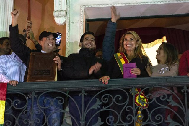 Archivo - Toma de posesión de la expresidenta de Bolivia Jeanine Áñez.
