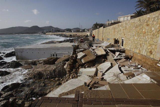 Archivo - Zona afectada por la borrasca 'Gloria' en el Puerto de Cala Ratjada en Capdepera (Mallorca) que visitará el presidente del Gobierno, Pedro Sánchez, en Mallorca/Islas Baleares (España) a 23 de enero de 2020.