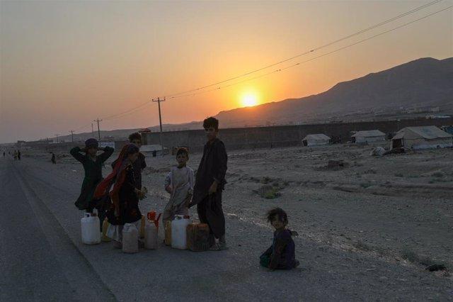 Archivo - Niños desplazados por la sequía en Afganistán