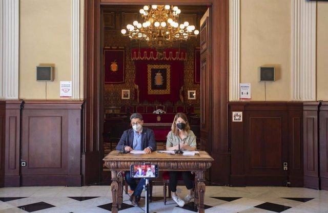 El conseller de Seguretat Ciutadana de l'Ajuntament de Tarragona, Manel Castaño, i La consellera de Ciutadania de l'Ajuntament de la localitat i presidenta de l'Institut Municipal de Serveis Socials de Tarragona (IMSST), Carla Aguilar-Cunill