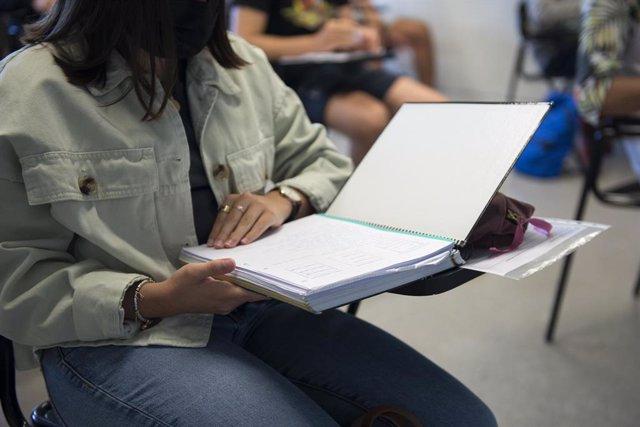 Una estudiant en els exàmens de la selectivitat 2021