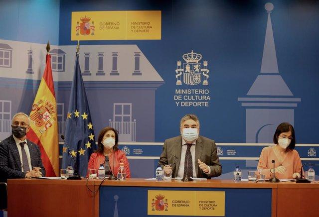 Archivo - Blanco, Robles, Uribes y Darias presentan el plan de vacunación