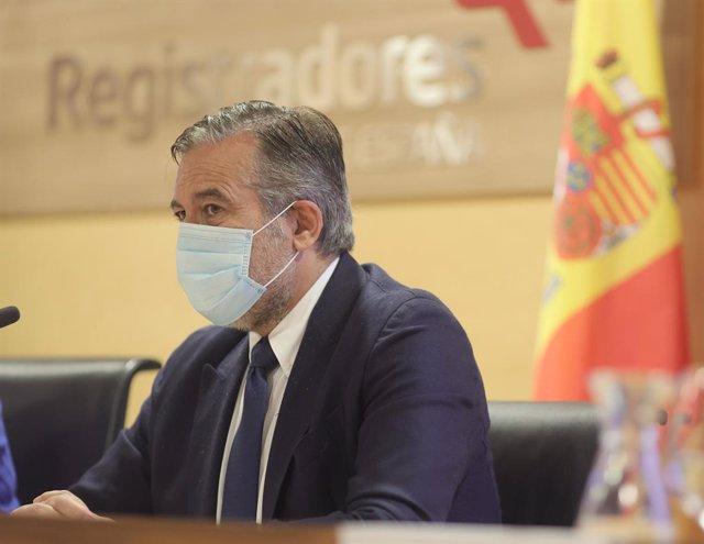 Arxiu - El conseller de Justícia, Interior i Víctimes en funcions de la Comunitat de Madrid, Enrique López, inaugura la jornada sobre la nova eina contra l'ocupació il·legal d'habitatges per a la policia local de la comunitat, el 28 de maig del 2021.