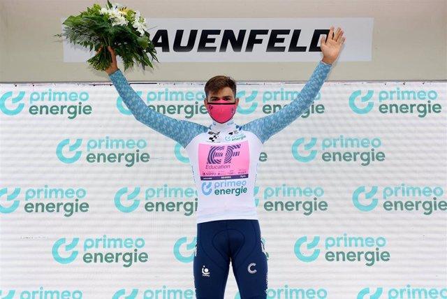 El ciclista suizo Stefan Bissegger (EF Education-Nippo), ganador de la etapa cuatro del Tour de Suiza 2021