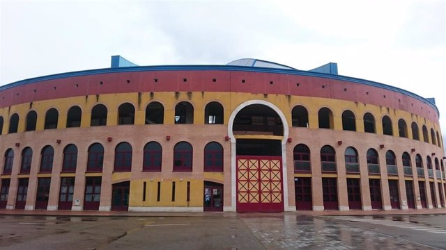 Archivo - Centro Multiusos de Íscar, cuyas obras están siendo objeto de juicio por presuntas irregularidades.