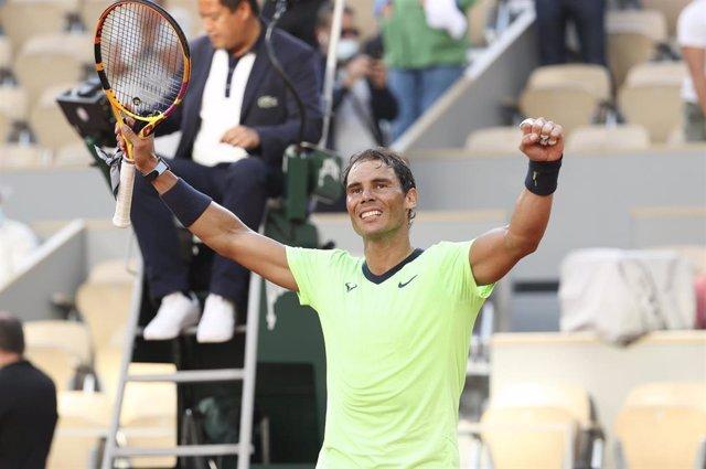 Rafael Nadal celebrando una victoria en Roland Garros 2021