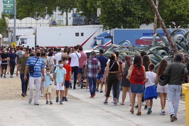 El recinto ferial de Granada se llena de gente con los columpios y atracciones instaladas en la zona pese a la pandemia del coronavirus durante las fiestas del Corpus Christi a 05 de junio del 2021 en Granada, Andalucía.