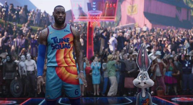 LeBron James, al rescate de su hijo en el tráiler de Space Jam 2: Nuevas Leyendas