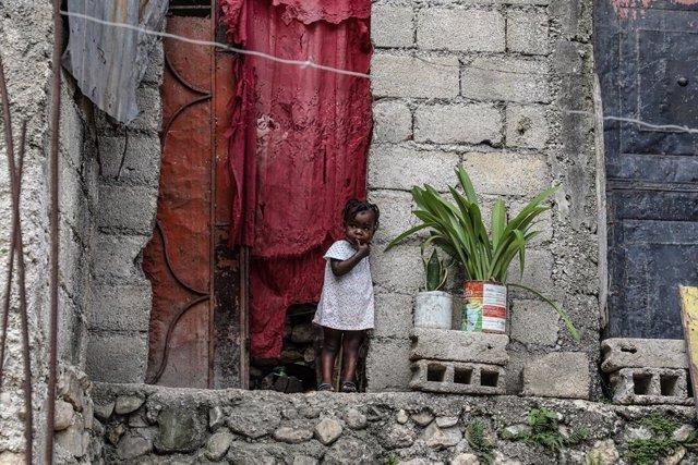 Una nena en Tabarre Issa, Port-au-Prince