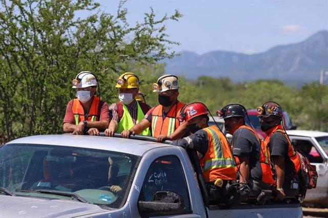 Equipos de rescate cerca de la mina de carbón de Múzquiz, en Coahuila, México, en la que quedaron atrapados siete mineros tras una inundación