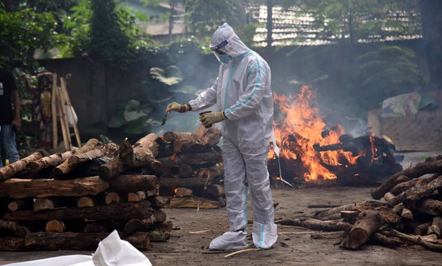 Crematorio en India durante la pandemia de coronavirus