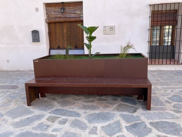 Banco-jardinera .Acero corten sito en FAURA (Vaéncia)