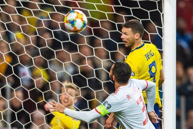 Archivo - 15 October 2019, Sweden, Stockholm: Sweden's Marcus Berg (R) scores his side's first goal during the UEFA EURO 2020 qualifying Group F soccer match between Sweden and Spain at the Friends Arena. Photo: Joel Marklund/Bildbyran via ZUMA Press/dpa