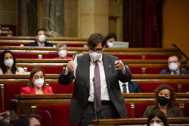 El líder del PSC, Salvador Illa, intervé en la primera sessió de control del nou Executiu català en el Parlament. Foto d'arxiu.